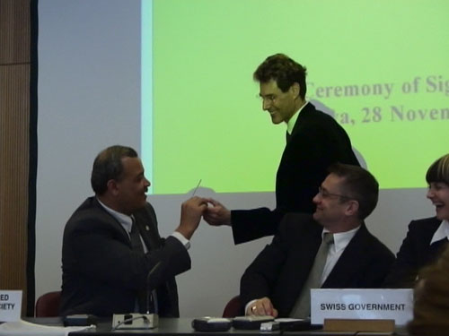 Geneva, Switzerland 2005. Uri is handing a bent spoon to Younis Al-Khatib, President Palestine Red Crescent Society.
