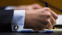 De mouw van CIA-directeur John Brennan. © ANP